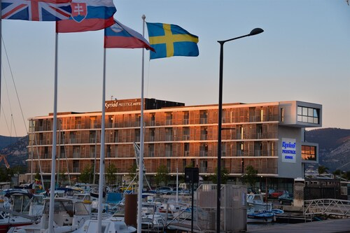 Hotel Kyriad Prestige TOULON - L S S M - Centre Port, Var