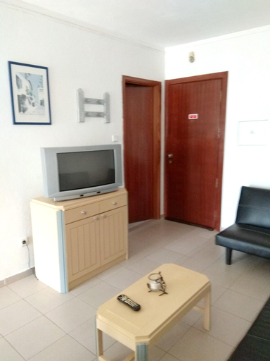 Apartment with one bedroom in Portimao with wonderful city view and enclosed garden 350 m from the b, Portimão