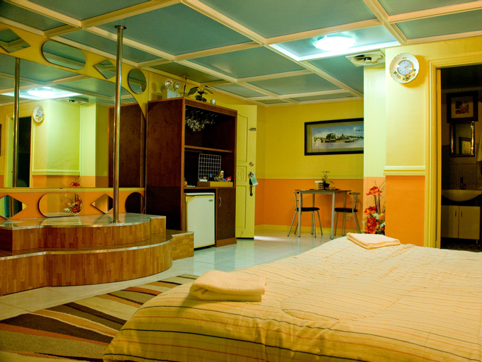 Kokomos Hotel & Restaurant, Mabalacat