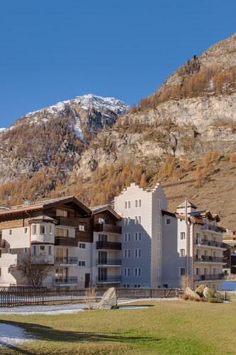 Schlosshotel Life & Style Zermatt, Visp