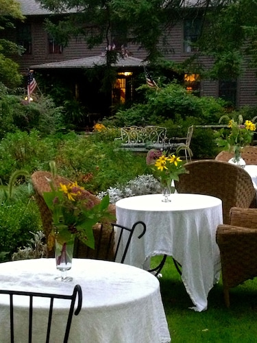 ROSELEDGE COUNTRY INN BED AND BREAKFAST - ADULT ONLY, New London