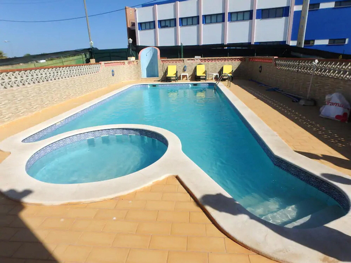 Apartment With 2 Bedrooms in Parchal, With Shared Pool, Balcony and Wifi - 1 km From the Beach, Lagoa