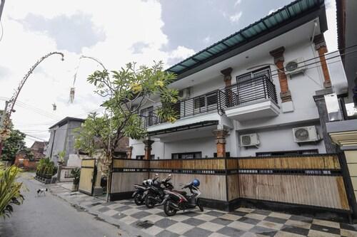 Dekrisna Denpasar - Hostel, Denpasar
