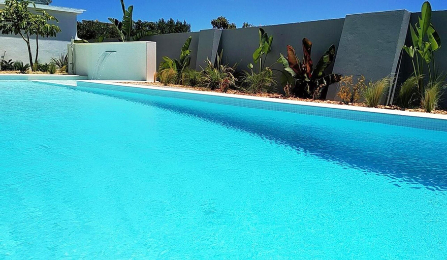 House With 7 Bedrooms in Estói, With Wonderful sea View, Shared Pool, Enclosed Garden - 18 km From the Beach, Faro