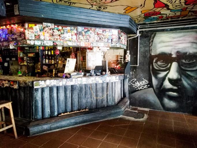 The Overstay Art Hostel, Bang Plad