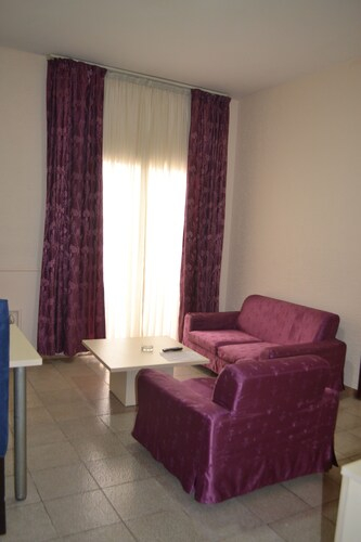 Hotel Mansel, Mfoundi