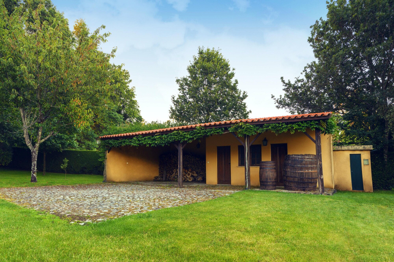 House With 5 Bedrooms in Paredes de Coura, With Wonderful Mountain View, Private Pool, Enclosed Garden - 30 km From the Beach, Paredes de Coura