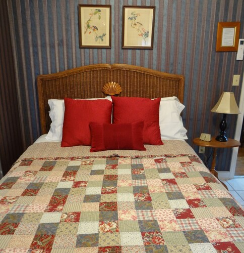HENRY COLLINS INN - ADULT ONLY, Newport