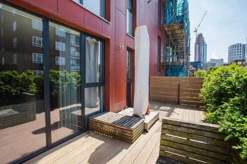 Three Bedroom Flat In Shoreditch With Large Balcony, London