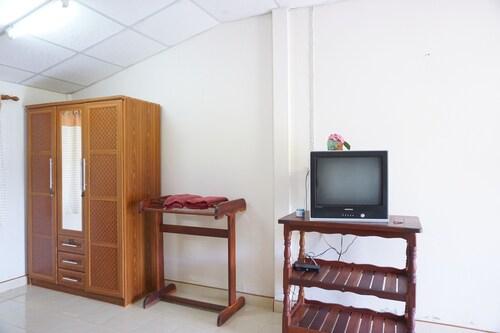 Na Thammachart Hotel, Pathiu
