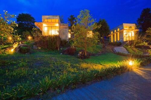 Twelve OClock Resort, Sikhiu