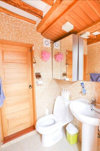 Dalzip Bukchon Hanok Guesthouse, Seongbuk