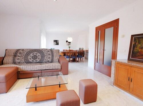 Violet Dream House, Girona