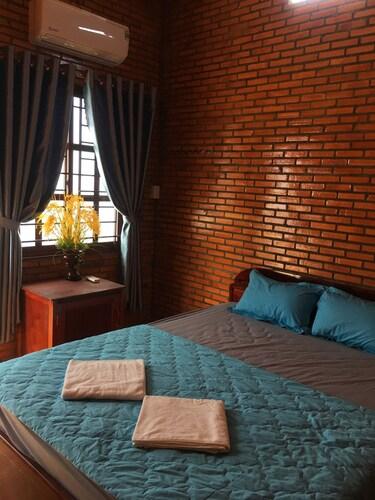 Nam Cat Tien Homestay, Tân Phú