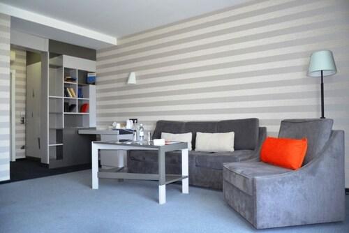 Villa Four Rooms, Kharkivs'ka