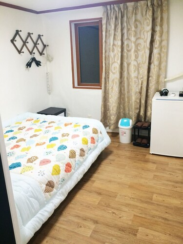 Seoul Tower Family Guesthouse, Jung