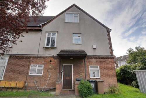 2 bedroom serviced & equipped house, Luton