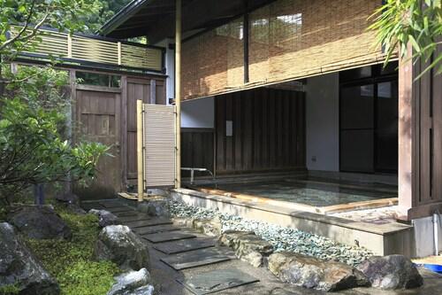 Jindainoyu, Izu