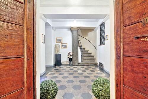 Palazzo Olivia - Rooms & Apartments, Roma