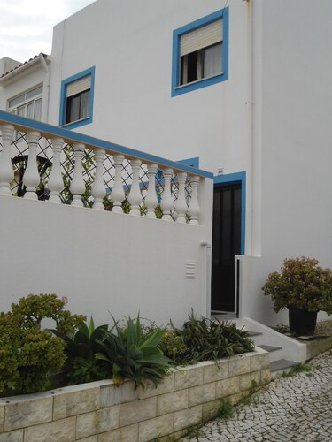House With 3 Rooms In Budens, With Wonderful Sea View, Terrace And Wifi - 200 M From The Beach, Vila do Bispo