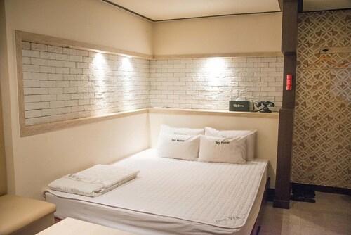 WE Motel, Geumjeong