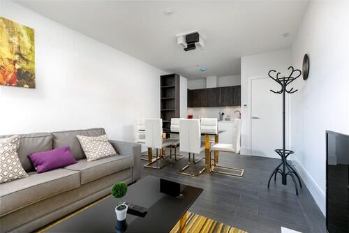 Hanger Lane Apartments (Peymans), London