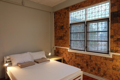 Minute Hostel, Khlong San