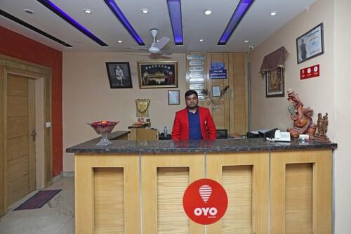 OYO 6096 Hotel Maharani Palace, West