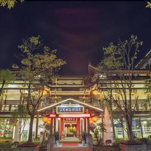 Nv'ercheng Art Hotel, Enshi Tujia and Miao