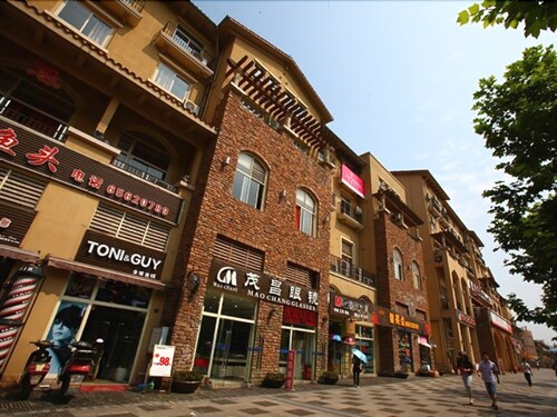 Vatica Chongqing University Town Subway Station Hee Street Pedestrian, Chongqing
