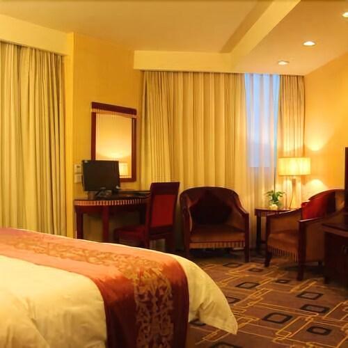 Mingren Hotel, Liangshan Yi
