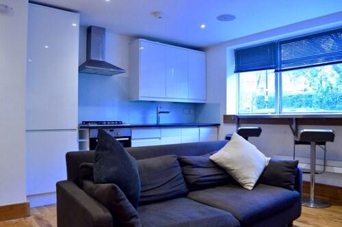 Modern Studio Apartment in Pecham Rye, London