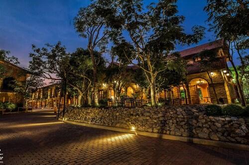 Chateau de Bear Hotel, Muang Nakhon Sawan