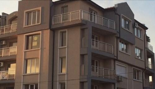 Palace De Luxe Apartments, Pomorie