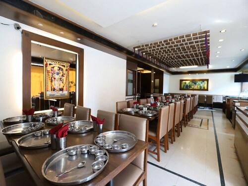 OYO 9677 Hotel Surya, Vadodara