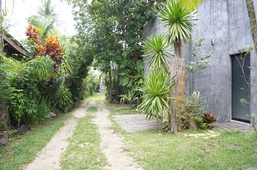 Narttavee Resort, Muang Ranong