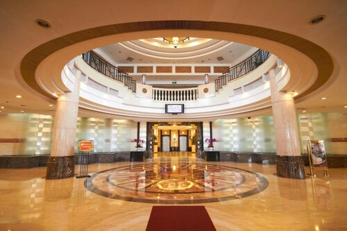 The Center Hotel Yantai, Yantai