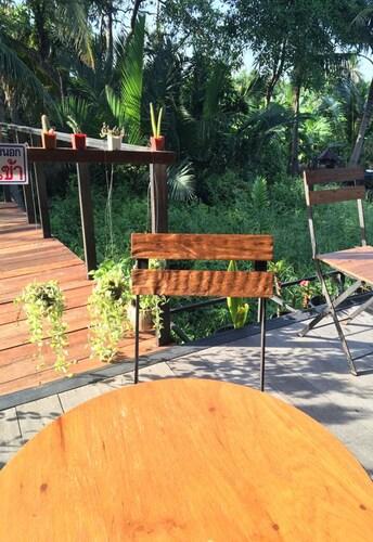 Baan Makham Bang Nam Phueng, Phra Pra Daeng