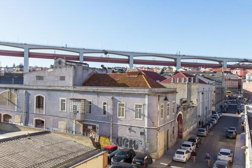 Alcântara River Side by Homing, Lisboa