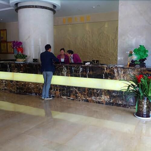 Dynasty Hotel, Honghe Hani and Yi