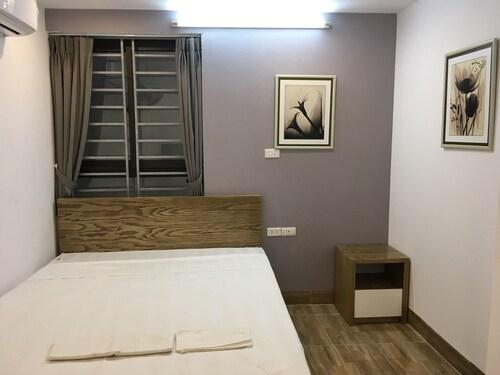 V-Studio Hotel Apartment 5, Ba Đình
