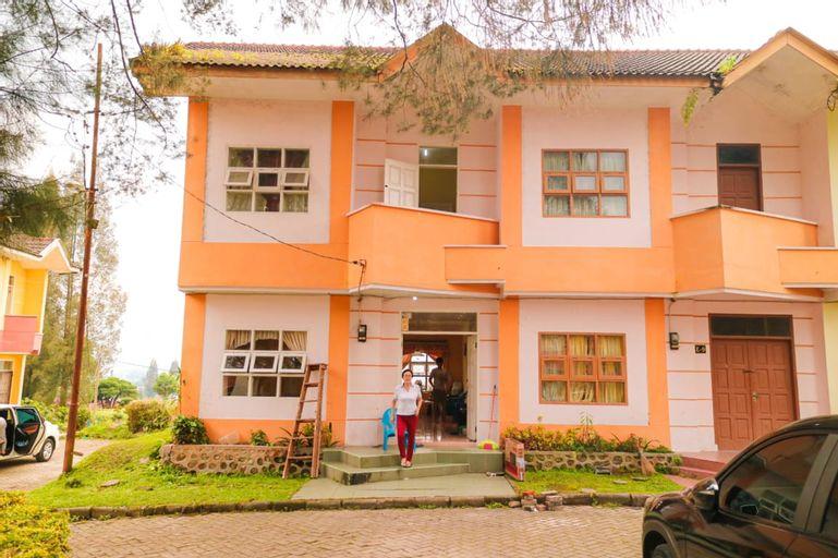 Villa Bukit Indah 4BR Brastagi / Berastagi, Karo
