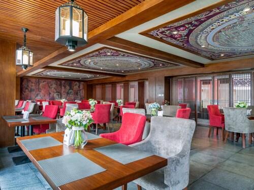 Yunman Hotel Shangri-La Branch, Dêqên Tibetan