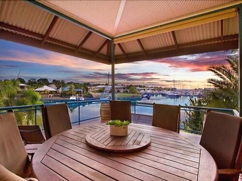 Cullen Bay Luxury Suites, Larrakeyah
