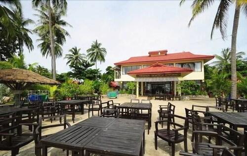 Alongkot Beach Resort, Khanom