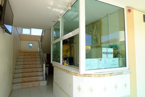 R J House Resort, Mae Sot