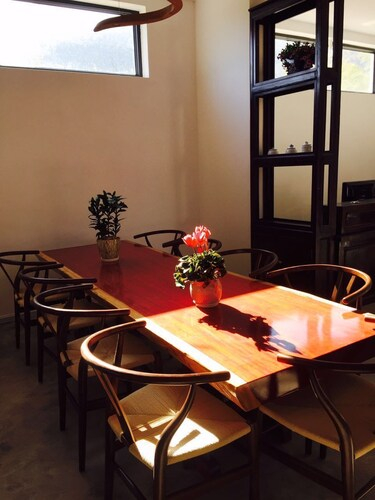 Senser Inn, Dali Bai