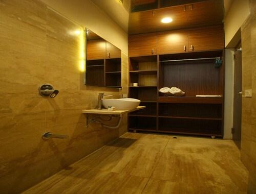 OYO 8992 Hotel Kyra, Ahmadabad