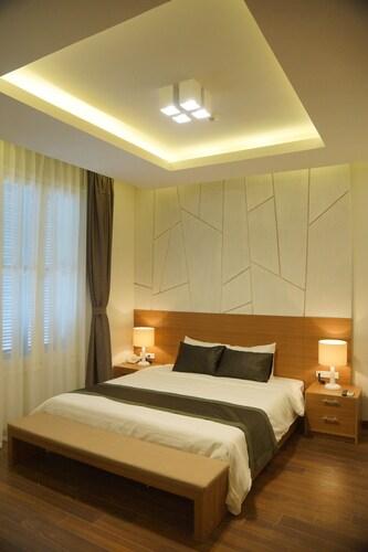 Hung Vuong Hotel, Ba Đình