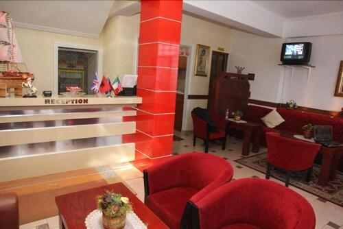 Hotel Parlamenti, Tiranës